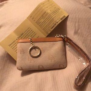NWOT Dooney & Bourke wristlet